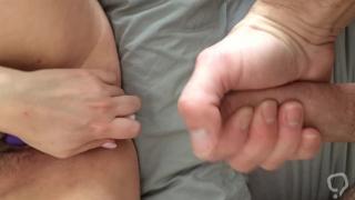 Masturbation mutuelle avec orgasme