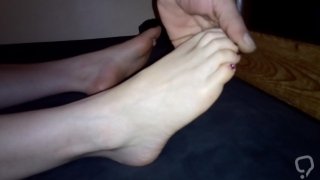 Playing with friend's feet !