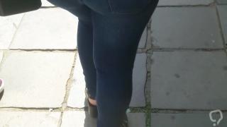 Morena rabuda gostosa jeans apertado