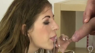 Gorgeous babe gets her soft pussy total of warm pee and squirts
