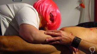 Pink Haarige bläst Ehemann Schwanz und schluckt Sperma ..!