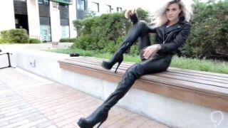 leatherbootsblonde