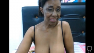 Columbian milf gapes ass and suck her toy