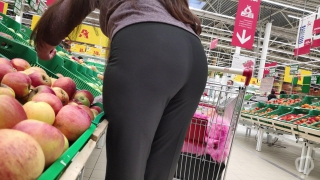 Delicious ass milfs in tight pants