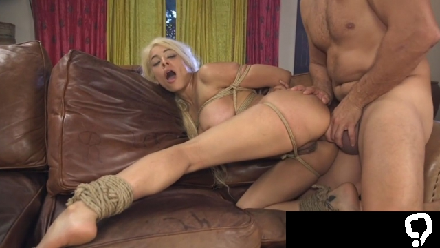 Big ass anal with voluptuous Latina Luna Star