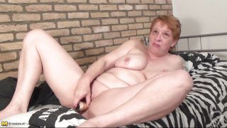 Mature Mom Is Satisfying Her Pussy.