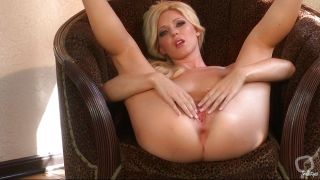 Niki Young Is A Sexy Dool That Want's Cock