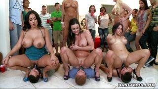 Five Super Hot Ladies In The Dorm Room!
