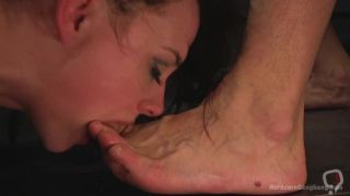 Chanel Preston sucking dirty man's toes