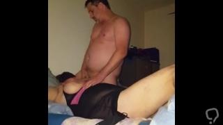 Ihe Pussy mit Mund, Hand und Schwanz verwöhnt