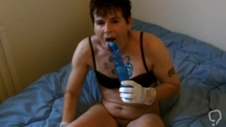 Mature women fuck a huge dildo and squirt