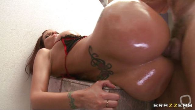 Huge Ass Slut Takes A Big Cock In Her Asshole