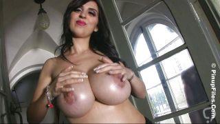 The Natural Boobs Of Sarah Genova