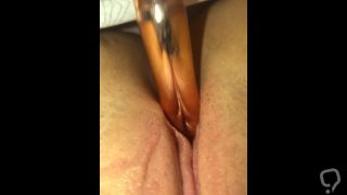 Teen virgin fucks her tight pussy with a hair brush