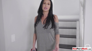 Big boobed cougar stepmother Veronica Avluv fucked hard
