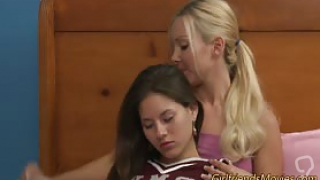 Milf lesbian fingers and tribs cheerleader teen babes pussy