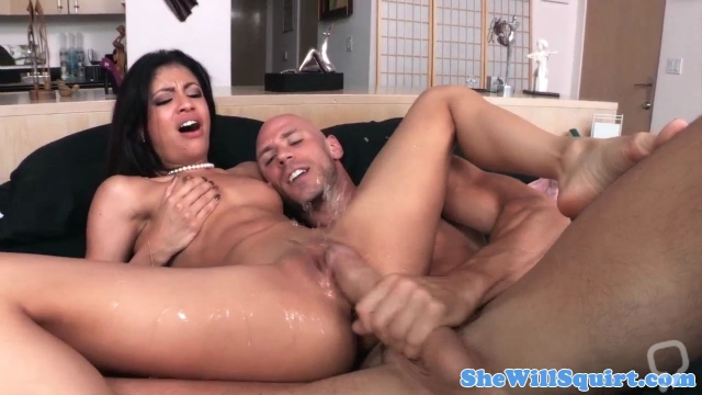 Ebony babe pussy fucked before squirting