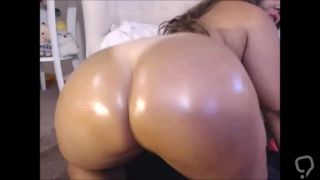Thick Ass Latina Booty Shaking Cam Show