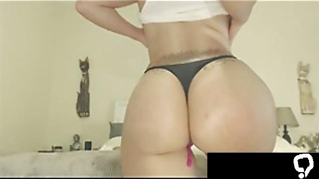 Big Oiled Ass Latina Twerking and Riding Dildo