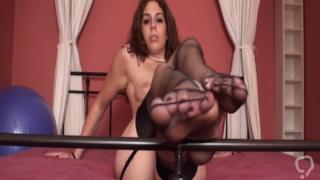 Foot Girls shows their sexy feet