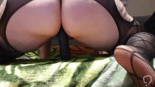 española se masturba con consolador negro gigante/ curvy with big dildo