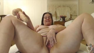 Big sexy tattooed mom fucks hairy cunt !!!
