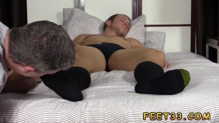 Emoboy feet and young shaved gay fetish Sleepy Kenny Gets Foot Worshiped