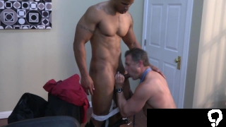 Muscular office boss Brenden Cage get bj