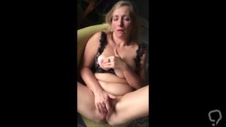 Hussy belgian mature slutwife masturbating shaved pussy