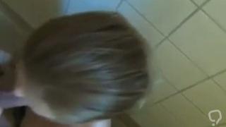 perfekt Deutsch Teen Ficken in der   ffentlichen Toilette cum in Mund