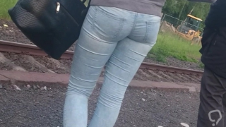 Hot teen ass in tight Jeans!