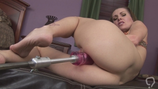 Fast fucking machine for her smooth butt