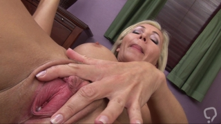 Golden milf\'s cunt is about to crack