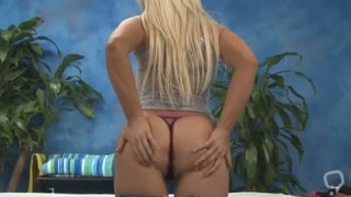 Ravishing blonde Sienna Splash gets treated good
